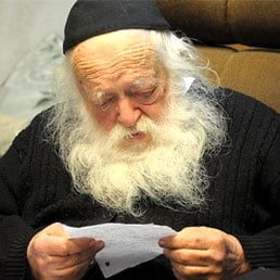 Rav Chaim Kanievsky's Special Hanhaga Before the Purim Seudah